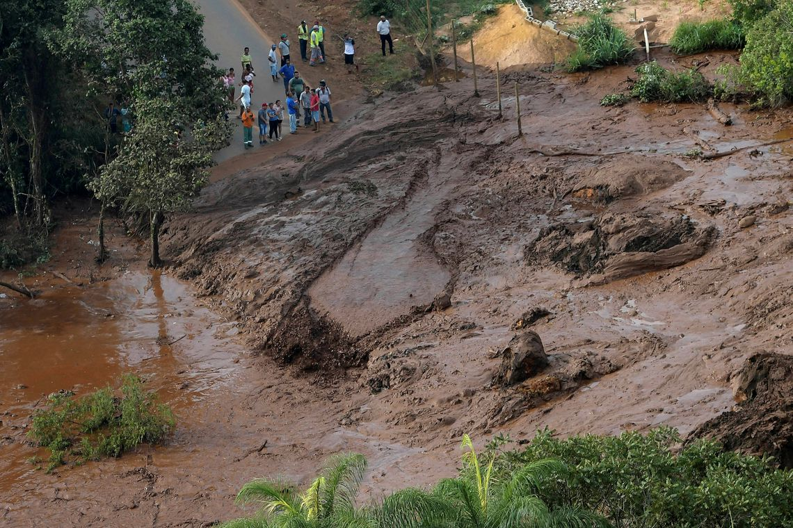 Residents are seen in an area next to a dam owned by Brazilian miner Vale SA that burst, in Brumadinho, Brazil January 25, 2019. REUTERS/Washington Alves